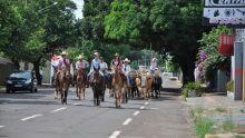 Expogrande promove passeio com cavaleiros e carro de boi