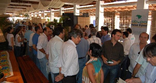 Sexta-feira literária com muita festa no Pavilhão Pantanal Sustentável da Expo MS