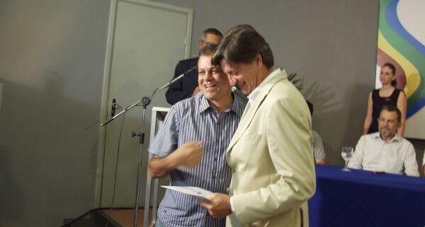 Dagoberto entregará convite à Presidência da República