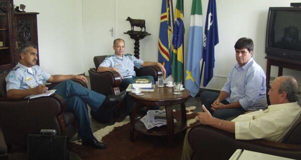 Jonathan Barbosa discute policiamento na Expogrande com Comando da PM