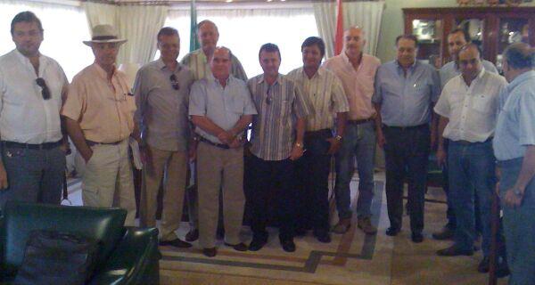 Diretoria da Acrissul é recebida por pecuaristas paraguaios