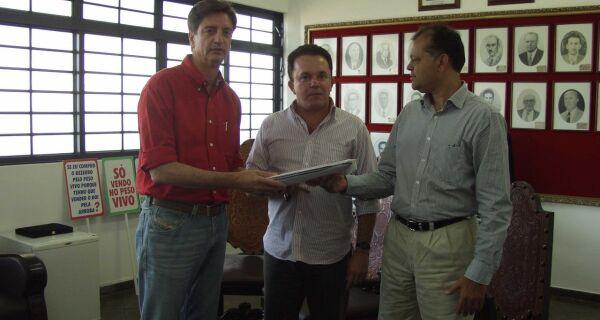 Acrissul entrega lista com nomes de produtores dispostos a vender suas terras à União