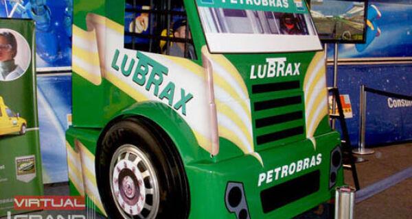Petrobras Distribuidora traz simulador da Fórmula Truck