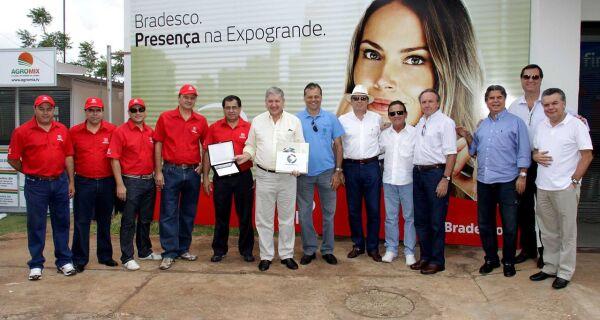 Vice-presidente do Bradesco recebe homenagem da Acrissul