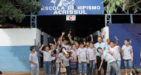 Estudantes trocam sala de aula pelas lições da Expogrande 2010