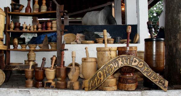 Artesanato em madeira chama a atenção dos visitantes da Expogrande