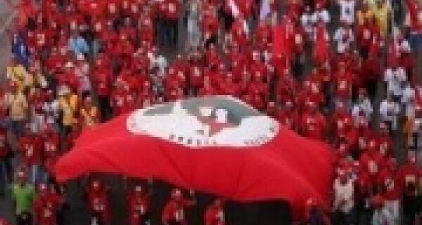 """Líder do MST confirma """"abril vermelho"""" radical"""