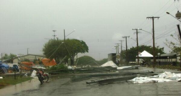 Chuva interrompe Torneio de Laço e causa R$ 150 mil em prejuízos