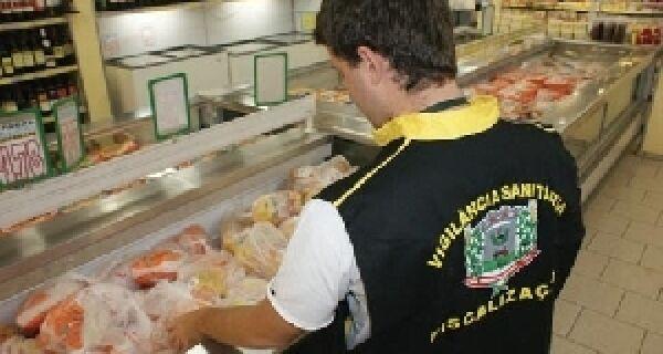 Estabelecimentos que revendem carne clandestina são autuados no Estado