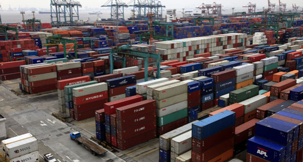Exportações da China batem recorde em novembro