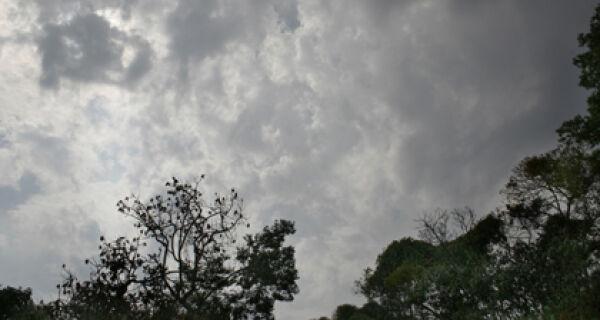 Previsão é de tempo parcialmente nublado e chuva à tarde