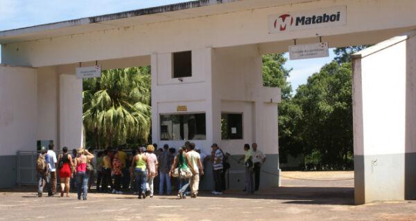 Trabalhadores do Mataboi devem aguardar 180 dias para receber salário