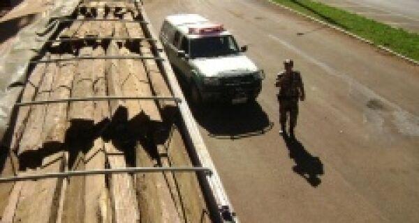 Madeireiras são multadas em R$ 27 mil por transporte ilegal