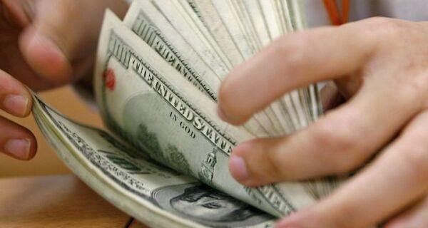 Dólar cai pelo terceiro dia e volta a R$ 1,80