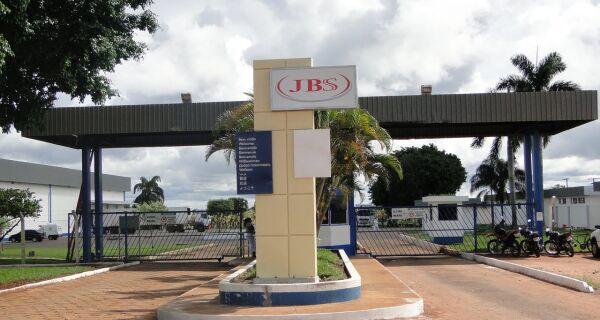 JBS: receita de R$61,8 bi e prejuízo de R$75,7 milhões em 2011
