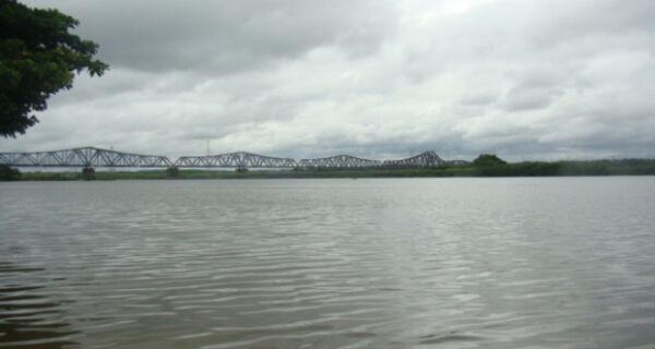 Pescadores de Três Lagoas  se mobilizam para limpar o rio Paraná