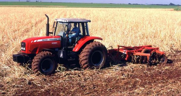 Venda de máquinas agrícolas cresce 25% em um ano no país