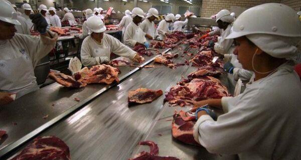 Rússia libera exportações de estabelecimentos de carne bovina