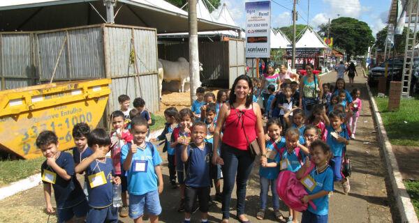 Crianças de várias escolas visitam a 79ª Expogrande