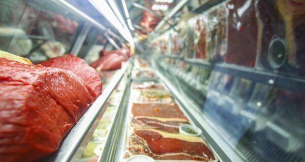 Preço da carne cai do pasto ao supermercado