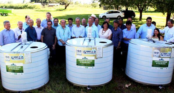 Governo entrega resfriadores de leite a produtores