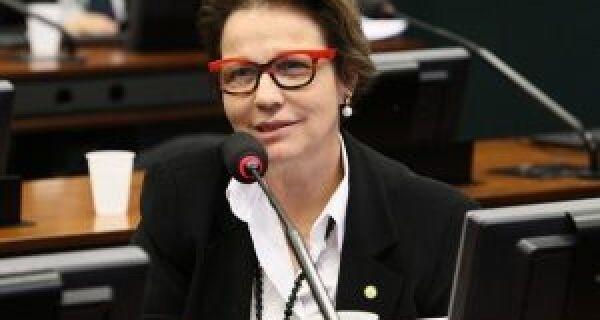 Tereza Cristina assume presidência da Frente Parlamentar Agropecuária