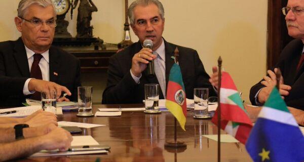 Reinaldo Azambuja prega união com estados do Sul para fechar fronteiras do Brasil