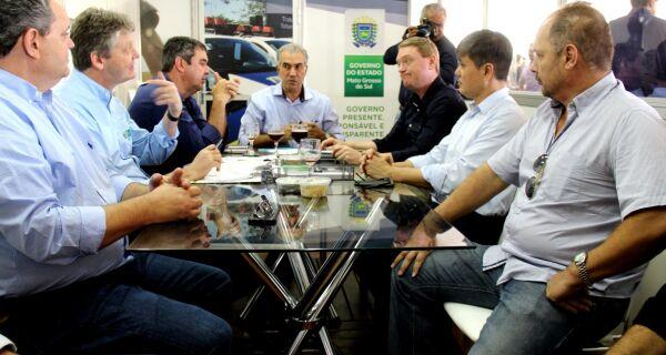 Governador debate reformulação do Leitão Vida com representantes da cadeia produtiva, na Expogrande