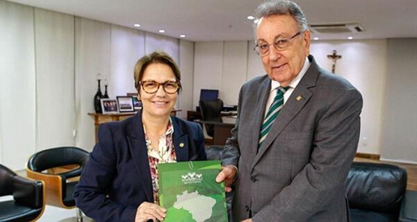 CNA entrega à FPA propostas do setor para próxima safra