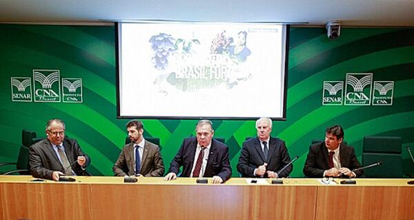 CNA debate exportação de lácteos como alternativa para aumentar competitividade do setor