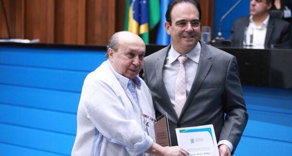 Jonatan Barbosa é homenageado pela Assembleia com Comenda do Mérito do Trabalho