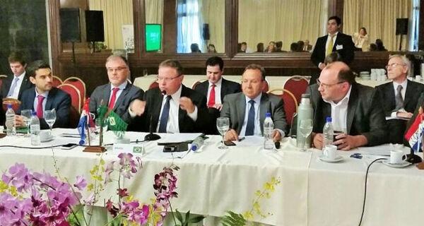 Maggi pede harmonização das leis de agrotóxicos no Conselho Agropecuário