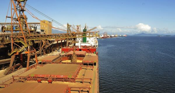 Porto de Paranaguá deixou de receber mil caminhões com protestos
