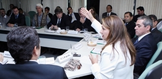 Presidente da CNA cobra medidas contra dólar fraco prejudicial a exportadores